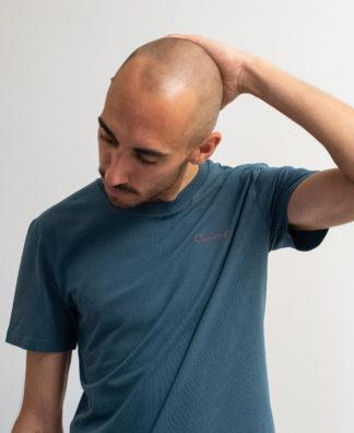T-shirt brodé Bleu glacé avec fil orange